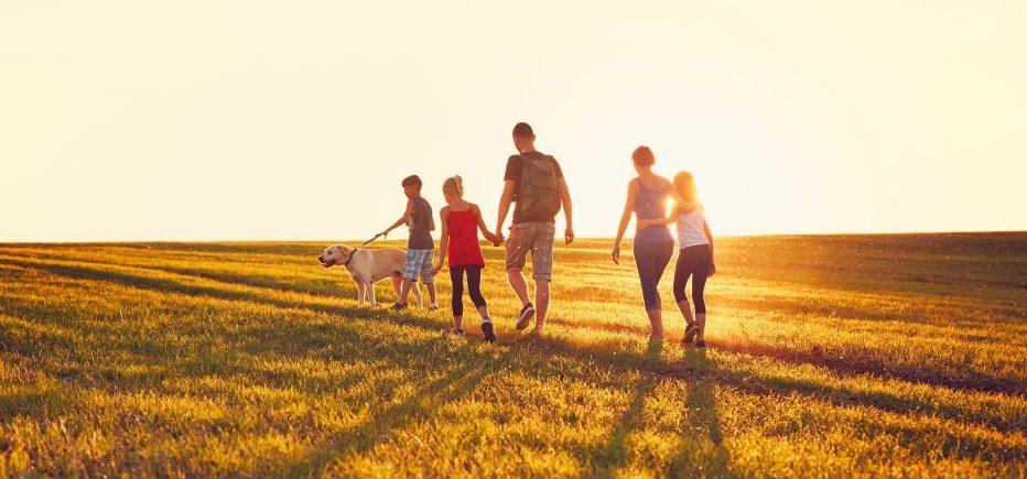 Famile på tur - høst aktivitet