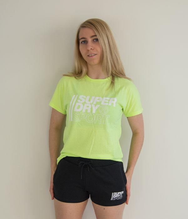Superdry Graphic t-skjorte framme shorts