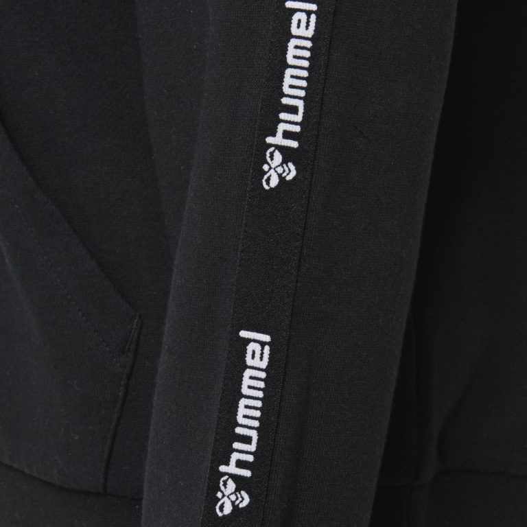 Hummel vela zip hoodie close up logo