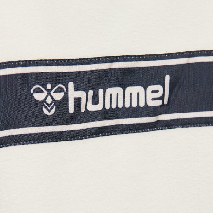 Hummel alma fleece genser closeup logo bak