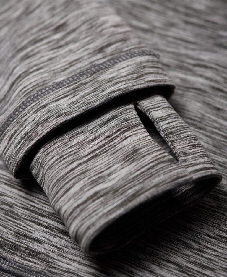 Superdry Core taped half zip Hettegenser closeup tommelhull